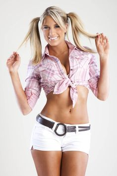 WWE Diva Kelly Kelly she looks so cute and adorable in this picture