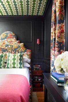 Green Family Rooms, Small Space Solutions, Best Paint Colors, Wallpaper Decor, Zebra Wallpaper, Bathroom Wallpaper, Custom Sofa, Home Office Design, Blue Walls