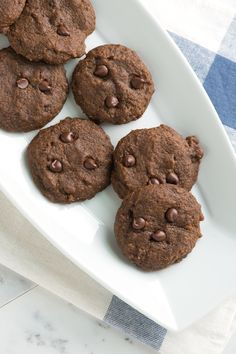 Soft Ginger Cookies with Chocolate Chips Recipe from www.inspiredtaste.net #recipe #cookies