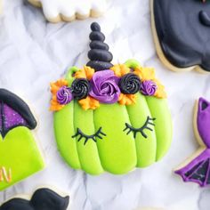 Who is ready for Halloween? Halloween Pumpkin Cookies, Dessert Halloween, Pumpkin Sugar Cookies, Halloween Cookies Decorated, Chewy Sugar Cookies, Best Sugar Cookies, Fall Cookies, Iced Cookies, Cute Cookies