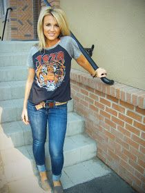 Graphic tee, skinnies, and toms; cute & casual.