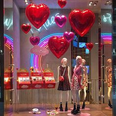 WEBSTA @ lilar_1 - Cute #valentines #windowdisplay #milan#italy#iblues
