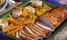 En kryddstark marinad sätter härlig smak på köttet. Rostade rotsaker är perfekt tillbehör.