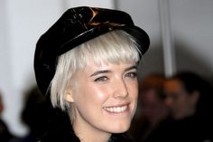 Agyness Deyn I love the platinum blonde Agyness Deyn, Love Hat, Platinum Blonde, Supermodels, Pixie, Hair, Inspiration, Image, Style