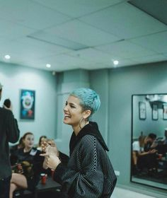 Halsey in short blue hair Pixie Hairstyles, Cool Hairstyles, Pelo Guay, Hair Inspo, Hair Inspiration, Short Blue Hair, Buzzed Hair, Shaved Head, Halsey