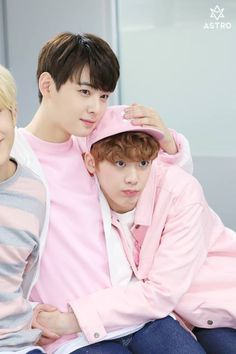 [09.05.16] Behind the scene from Music show promotions - EunWoo e SanHa