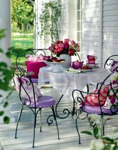 Terrace Decorating Ideas in Provence Style Terrasse Deko-Ideen im Provence-Stil Outdoor Rooms, Outdoor Dining, Outdoor Gardens, Outdoor Furniture Sets, Outdoor Decor, Patio Dining, Iron Furniture, Black Furniture, Dinning Table
