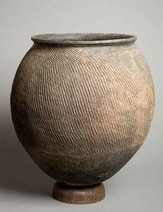 TOGO - Tamberma :: Vessel for millet beer. Arte Tribal, Tribal Art, Pottery Pots, Ceramic Pottery, Ceramic Pots, Ceramic Clay, African Pottery, Coil Pots, Art Africain