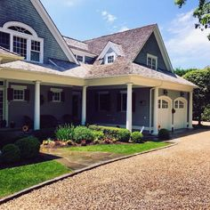 Discover how to boost your home's curb appeal with the top 60 best gravel driveway ideas. Explore unique entrances and landscaping designs. Gravel Landscaping, Gravel Driveway, Driveway Ideas, Driveway Edging, Landscaping Ideas, Circle Driveway, White Gravel, Gravel Stones, Pergola
