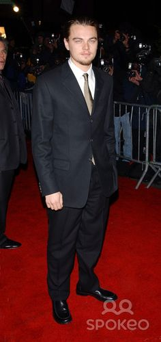 """Photo by: Stephen Trupp STAR MAX, Inc. - copyright 2002. 12/9/02 Leonardo DiCaprio at the premiere of """"Gangs of NY"""". (NYC)"""