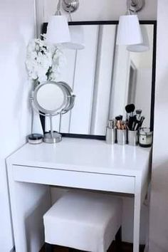 Inspiring Examples Of Makeup Dressing Tables For Small Spaces There's hope! Check out these inspiring examples of makeup dressing tables for small spaces!There's hope! Check out these inspiring examples of makeup dressing tables for small spaces! Makeup Dressing Table, Makeup Table Vanity, Vanity Room, Dressing Tables, Vanity Ideas, Mirror Ideas, Makeup Tables, Vanity Mirrors, Ikea Mirror
