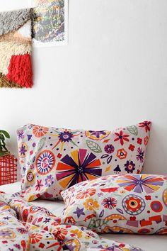 Kids Room Style: Bold Floral Bedding, Shams & Sheets
