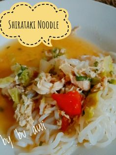 Shirataki noodles with eggs, tomatoes, chicken, lettuce, spring onion, selery, chilies