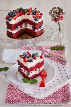Easy Baking Recipes, Cake Recipes, Dessert Recipes, Red Velvet Muffins, Red Velvet Cupcakes, Red Velvet Cake Decoration, Perfect Vanilla Cake Recipe, Best Red Velvet Cake, Christmas Cake Designs