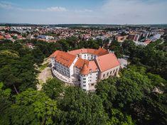 Šimák Zámok Pezinok Castles, Opera House, Country, Building, Travel, Viajes, Chateaus, Rural Area, Buildings
