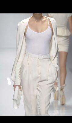 """what-do-i-wear: """"valentin yudashkin ss """" White Fashion, New Fashion, Runway Fashion, Fashion Looks, Womens Fashion, Fashion Trends, Milk Fashion, Classy Fashion, Dope Fashion"""