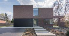 Woning DSR - aRA-Architecten - Katleen Raemen en Davy Raemen U Shaped House Plans, Modern Carport, Modern Architects, Home Garden Design, Minimal Home, Ppr, Brick And Stone, Construction, Architecture Design