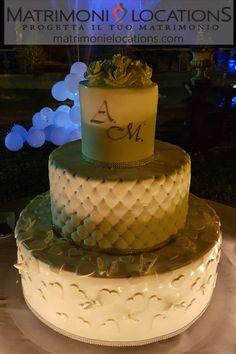 Una delle nostre favolose Wedding Cake #matrimonielocations #matrimonio #wedding #mariage #nozze #torte #torte #weddingcake #weddingcakes #cake #cakes #tortamatrimonio #sposa #bride #sposi #catering #cateringmatrimonio #weddingcatering Wedding Cakes, Desserts, Food, Weddings, Wedding Gown Cakes, Tailgate Desserts, Deserts, Essen, Cake Wedding