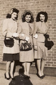 Three beautifully attired 1940s friends. #vintage #1940s #women