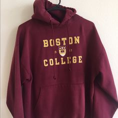Retro design Boston College Sweatshirt Gently worn, Retro design Boston College hoodie Sweatshirt! Official college merchandise (no tags). Tops Sweatshirts & Hoodies