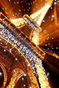 I repinned this not only because it was a great picture.. But because it's the Eiffel Tower!!