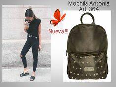 #YA ESTÁ A LA VENTA!!!!!!! Art. 364 Precio $ 1944 Acá lo podés ver y comprar: http://www.mariapuyalcueros.com.ar/products/antonia--2  YA RECIBIMOS PEDIDOS!!!!!!!  #Mochila + Tachas!!!!  #Mochila grande #Colores: Negro blanco suela nude #Materiales cuero flouter de primera calidad. Forreria de gabardina de 5 oz #Medidas 42 cm de alto 32 cm de ancho y 13 cm de profundidad Tiene un bolsillo con cierre metalico y tachas en el frente Apertura con cierre metalico en la parte superior de la mochila