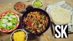 chicken fajita, salas, guacamole, garlic naan from StreetKitchen Garlic Naan, Chicken Fajitas, Kung Pao Chicken, Japchae, Curry, Chicken Recipes, Hamburger, Food And Drink, Healthy Recipes