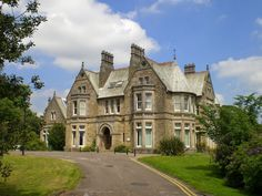 Spenfield House in Far Headingley, Leeds, has been highlighted by the Victorian Society for its 'exceptional interiors Victorian Decor, Victorian Homes, Single Storey Extension, Visit Barcelona, Listed Building, Art Deco Glass, Roof Light, Light And Space, Grand Designs