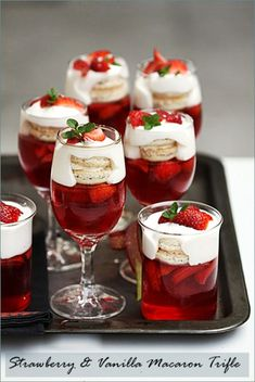 Donna Hay's Strawberry and Vanilla Macaron Trifle … Joyeux Noel! Donna Hay's Strawberry and Vanilla Macaron Trifle … Joyeux Noel! Just Desserts, Delicious Desserts, Dessert Recipes, Yummy Food, Party Recipes, Jelly Desserts, Mini Desserts, Plated Desserts, Cheesecake Recipes