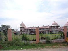 #magiaswiat #puthaparthi #podróż #zwiedzanie #indie #blog #indie #rzekaczitrawati #salamedytacyjna #szpital #posagibogów #wioska Indie, Taj Mahal, Louvre, Building, Blog, Travel, Figurine, Viajes, Buildings