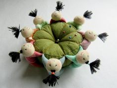 "Sew ""8 kitaychat cheerful"" Pincushion 