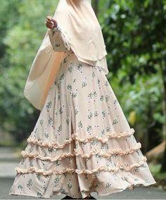 Beautiful pastel Moslem Fashion, Niqab Fashion, Modest Fashion, Fashion Styles, Muslimah Clothing, Simple Long Dress, Hijab Gown, Muslim Wedding Dresses, Abaya Designs