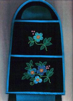 Native Beading Patterns, Beadwork Designs, Seed Bead Patterns, Indian Beadwork, Native Beadwork, Native American Beadwork, Nativity Crafts, Artist Profile, Beaded Purses
