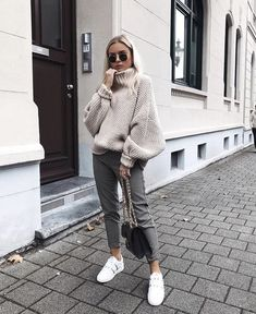 Sneakers fashion fall, fashion mode, look fashion, fashion autumn win Fashion Mode, Look Fashion, Fashion Outfits, Womens Fashion, Fashion Trends, Sneakers Fashion, Trending Fashion, Fall Fashion, Travel Outfits