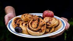 Lívance s javorovým sirupem - Kitchen story Kitchen Stories, Sausage, Pancakes, Meat, Breakfast, Food, Morning Coffee, Sausages, Essen