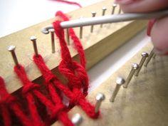 Como fazer um Xale  no tear de pregos  Material:  Tear retangular de 60 pregos.  Tesoura.  Agulha de crochê.  Agulha de costurar tapeçaria. ... How To Dye Fabric, Loom Knitting, Weaving, Crochet, Macrame, Inspiration, Loom Crochet, Tapestry Loom, How To Knit