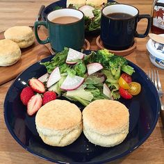 hi_rose80 on Instagram pinned by myThings Today's breakfast .  朝焼きスコーンでおはようございます☺︎ .  久々にスコーン焼いた♡ .  ちょっと厚みが足りなかったな。。 でも焼き立ては美味しい‼︎ . .  皆さま素敵な週末を⑅◡̈* . .  #breakfast #homemade #baking #foodie #foodpic #foodporn #scone #朝食#朝ごはん#朝ごパン#スコーン#焼き仕事#kaumo #kurashirufood #新米ママ #男の子ママ #生後8ヶ月 #8ヶ月 #5月生まれ