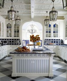 Eye For Design: Decorate With White Kitchens.....An Old Favorite Is Back In Style