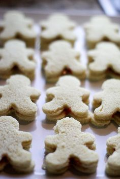Gingerbread sandwiches< they never eat the crusts anyway!