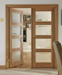 This 4 Panel Oak Shaker glazed door has four clear glass panes which add interest and light to modern interiors. Ready for painting, this door also comes with toughened glass.