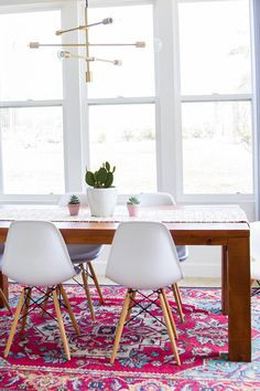 Today we are going to present you the best dining room lighting ideas for your mid-century modern house. Dining Room Lighting, Dining Room Sets, Dining Area, Dining Tables, Round Tables, Decoration Inspiration, Interior Inspiration, Best Dining, Mid Century Decor