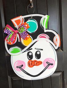Snowman Head Design — MJ's Creative Designs Studio - Lilly is Love Diy Christmas Door Decorations, Christmas Yard Art, Christmas Wood, Christmas Signs, Christmas Crafts, Christmas Door Hangers, Wood Decorations, Christmas Thoughts, Christmas Fireplace