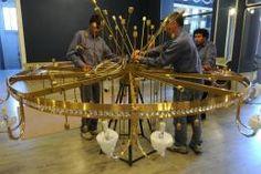 Le regalaron una sortija de 280 kilos y 35.000 cristales al teatro San Martín