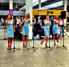 The Tootsie Rollers sing for passengers in Gatwick's South Terminal. #lgwlive