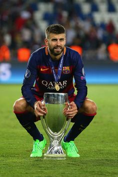 Gerard Pique Photos - Gerard Pique of Barcelona celebrates with the UEFA Super Cup after the UEFA Super Cup between Barcelona and Sevilla FC at Dinamo Arena on August 2015 in Tbilisi, Georgia. - Barcelona v Sevilla FC - UEFA Super Cup Fc Barcelona, Barcelona Football, Soccer Guys, Football Soccer, Football Players, Madrid, Uefa Super Cup, Image Foot, Sports Celebrities