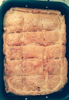 ζαμπονοτυροπιτα τσακ μπαμ ... ... Cookbook Recipes, Cooking Recipes, Easy Pie, Banana Bread, Sweet, Desserts, Savoury Pies, Foods, Pastries