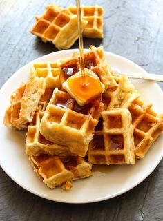 Belgian waffles with syrup - Light and airy Belgian waffles, which undoubtedly will melt in your mouth. YUMMY!