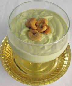 Batido de aguacate con yogur de coco