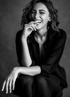 black and white photography portraits genuinely happy Model Poses Photography, Studio Portrait Photography, Photographie Portrait Inspiration, Studio Portraits, Photography Women, Photography Basics, Black And White Photography Portraits, Digital Photography, Photography Degree