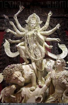 Durga Ji, Saraswati Goddess, Kali Goddess, Indian Goddess, Goddess Art, Kali Hindu, Krishna Hindu, Hindu Deities, Hindu Art